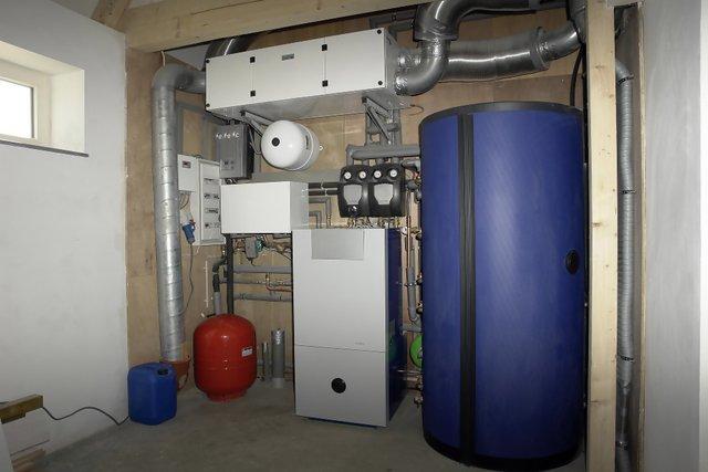 11-martie-2013-camera-tehnica-completa-pentru-instalatia-sanitara-si-instalatia-termica.jpg